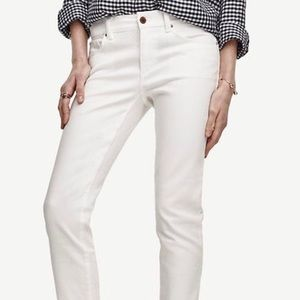 Ann Taylor relaxed slim jeans 4P